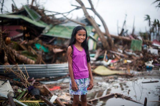 C02 過酷な災害の現場で取材を手伝ってくれた女の子
