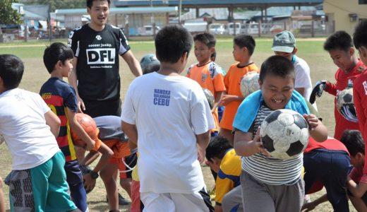 「アルムンドパスプロジェクト」がアルゼンチンのロサリオ地区、ウルグアイのチュイにボールを届ける。