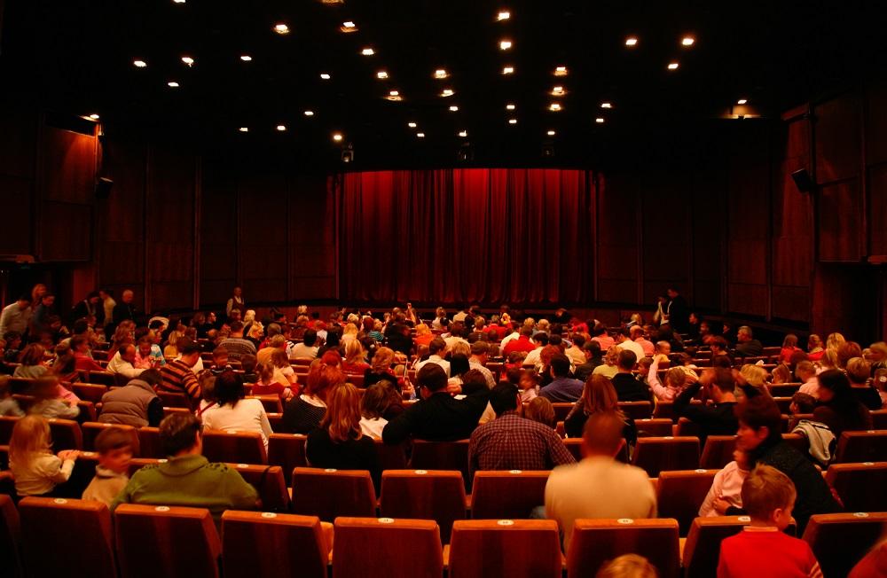日本初!目が見えなくても一緒に楽しめる「バリアフリー映画館」、JR山手線・田端駅5分に常設オープン。