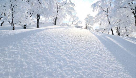 雪の日には、普段のマンホールや点字ブロックなどの目印がなくなってしまうかも