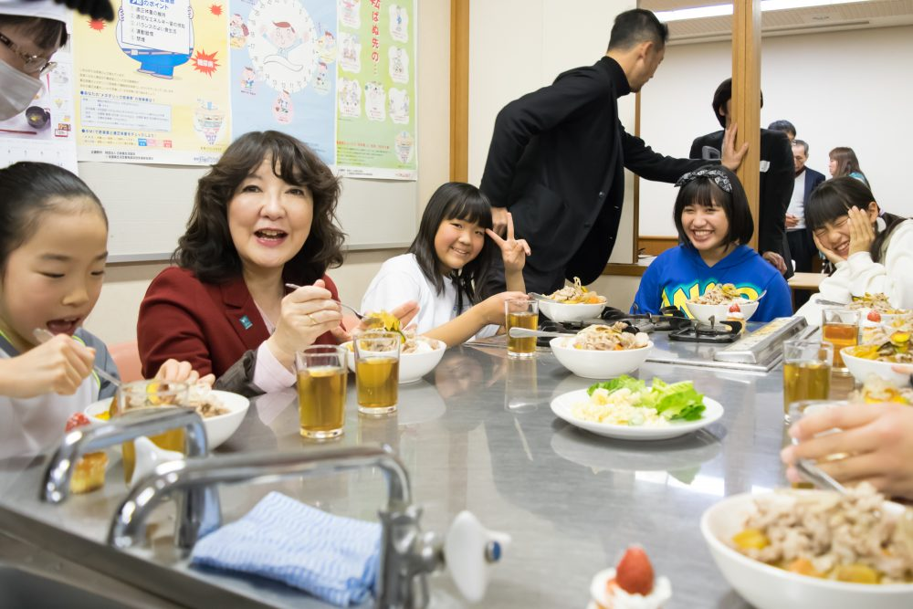 「こども食堂」2,200か所超える 2年で7倍以上 利用する子どもは年間延べ100万人超  [485540869]YouTube動画>2本 ->画像>87枚